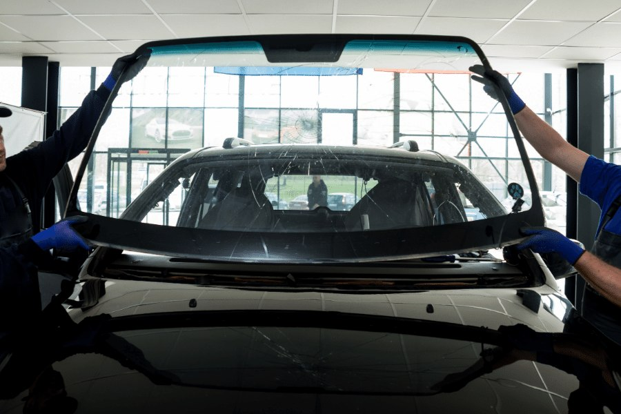 Windshield Replacement El Paso Texas - Replacing a windshield